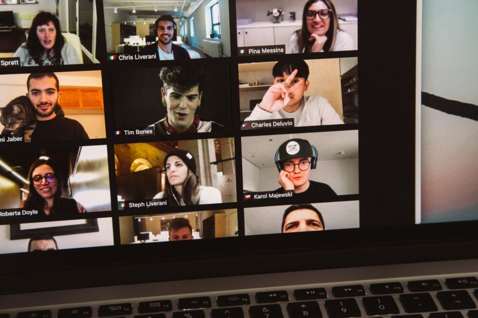 Google Meet call with many participants